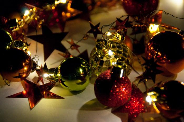 led weihnachtsgirlande mit sternen und kugeln verschiedene farben m bel wohnen dekoration. Black Bedroom Furniture Sets. Home Design Ideas